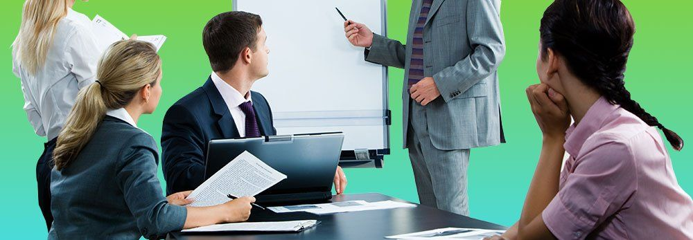 Вам, как владельцу бизнеса, и руководителям отделов, важно сначала самим изучить ПО, а потом помочь с этим сотрудникам либо поручить обучение поставщику сервиса.